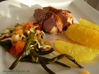 Entenbrust mit Ofenkartoffeln und Tomaten-Bohnen-Auflauf