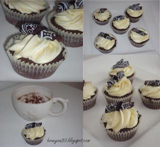Schokocupcakes mit weißem Schoko Frosting