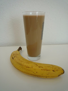 Erfahrungsbericht für die Vegan for fit Challenge von Attila Hildmann Matcha-Bananen-Shoko-Shake von vegan for fit