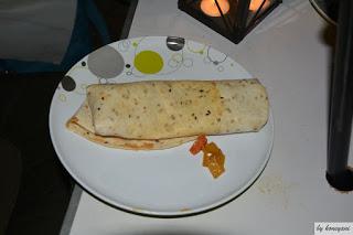 asiatischer Wrap mit Gemüse und spicy Erdnusssauce