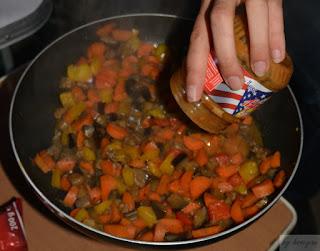Rezept für asiatischen Wrap mit Gemüse und spicy Erdnusssauce
