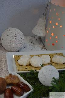 Weihnachtsbäckerei Rezept fruchtige Baisers mit Feigen und Datteln