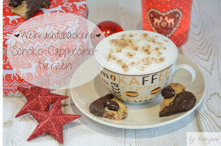 Schoko-Cappuccino Herzen neben der Plätzchendose zum Cappuccino