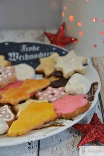 bunter Plätzchenteller zu Weihnachten