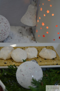 Weihnachtsbäckerei Rezept fruchtige Makronen mit Feigen und Datteln