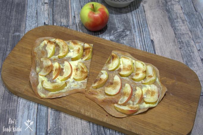 süßer Flammkuchen mit Apfel und Zimt
