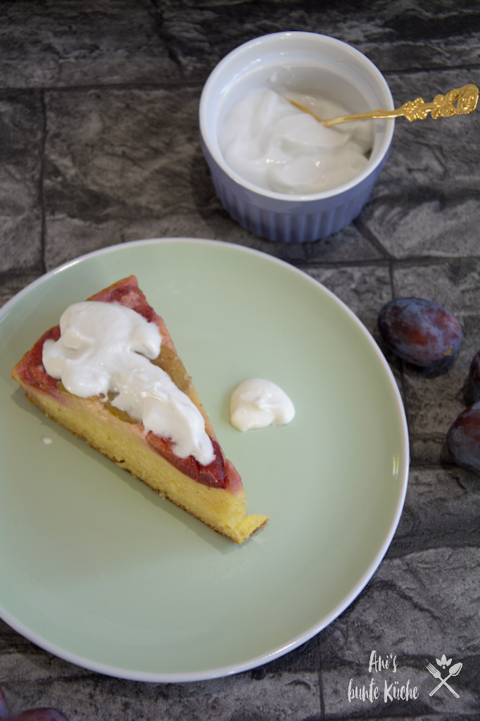 leckerer Herbstkuchen Upside Down Zwetschgenkuchen mit Kokossahne