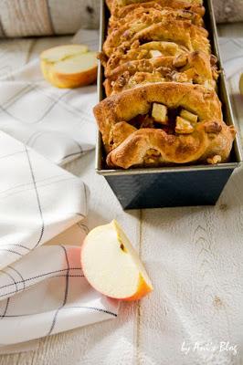 Apfelkuchenliebe: Apfel-Walnuss Pull Apart Cake aus Dinkelmehl ohne Haushaltszucker - Rezept für Hefeteig Zupfkuchen
