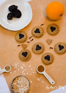Spitzbuben gehören zu den Klassikern unter den Weihnachtsplätzchen. Mit diesem Rezept der leckeren Plätzchen bringt ihr eine gesunde Variante auf den Plätzchenteller. Vollkornmehl und Haferkleie liefern neben reichlich Ballaststoffen auch jede Menge Nährstoffe und die Süße kommt durch die getrockneten Pflaumen und Ahornsirup.