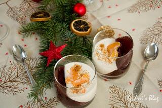 Das perfekte Weihnachts-Dessert. Schön leicht, fruchtig und cremig und mit einer feinen Zimt-Note. Das Punschdessert mit Zimtjoghurt schmeckt auch nach einem üppigem Weihnachtsmenü.