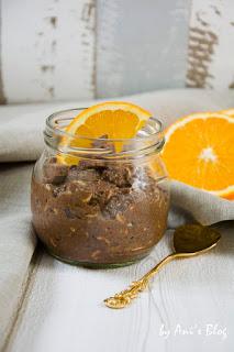 Ein Frühstück für Schokaholics. Der Schokoladen-Orangen-Chia-Pudding schmeckt gleichzeitig schokoladig und fruchtig nach Orange. Das Frühstück Rezept müsst ihr probieren.