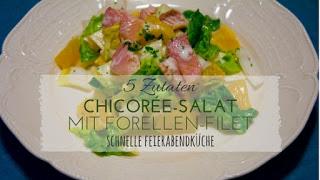 Mit nur wenigen Zutaten ein schnelles Abendessen kochen? Das geht mit diesem Chicorée - Salat mit Forellenfilets und Orangen. Die 5 Zutaten im Rezept sind schnell zusammen gemixt zu einem low Carb Abendessen oder als Beilage. Der bittere Geschmack des Chicorée harmoniert perfekt mit dem süß-säuerlichem Aroma der Orangen.