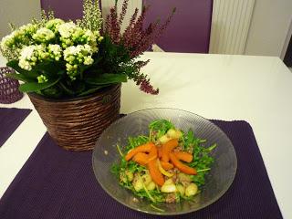 Gnocchi-Salat mit Ruccola, Kürbis und Sahne-Hackfleisch-Sauce