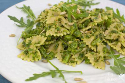 5 Zutaten Rezept Rucola Pesto mit Pasta und grünen Bohnen auf dem Teller