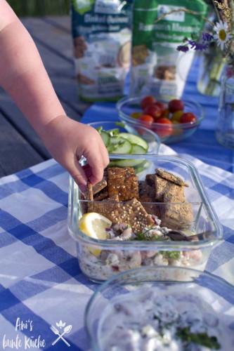 Snacken am See - Dr. Karg's Vollkorn-Snack zum Picknick in Schweden