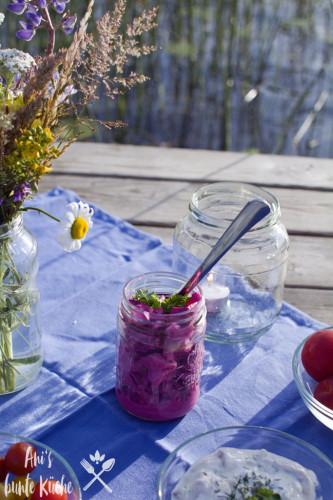 für die Vegetarier - ein Rote Bete Salat mit Apfel beim Picknick