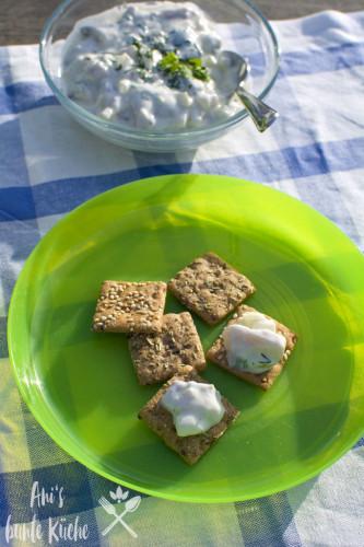 schwedischer Heringssalat auf Vollkorn-Snack's von Dr. Karg