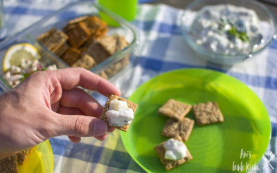 kleine Vollkorn-Happen mit schwedischem Heringssalat