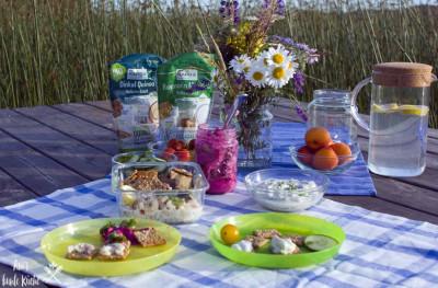 Picknick am See in Schweden zu MIdsommar mit Vollkorn-Snack von Dr. Kargs