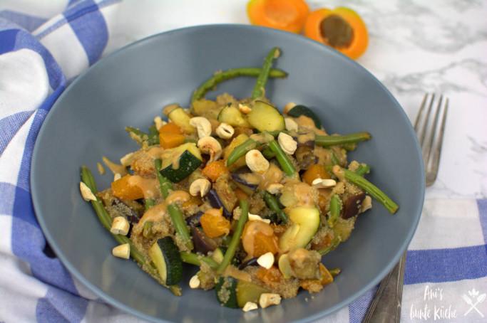 orientalische Amaranth Zucchini Gemüsepfanne auf dem Mittagstisch
