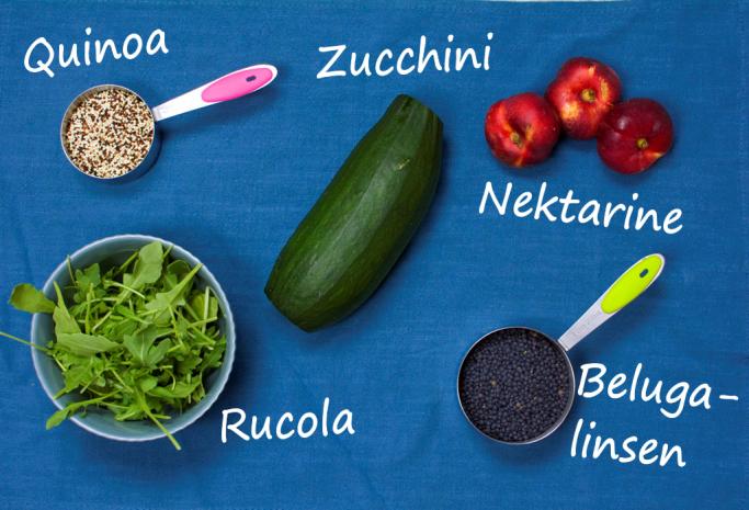 5 Zutaten Rezept - Quinoa Linsensalat mit Belugalinsen und Nektarine