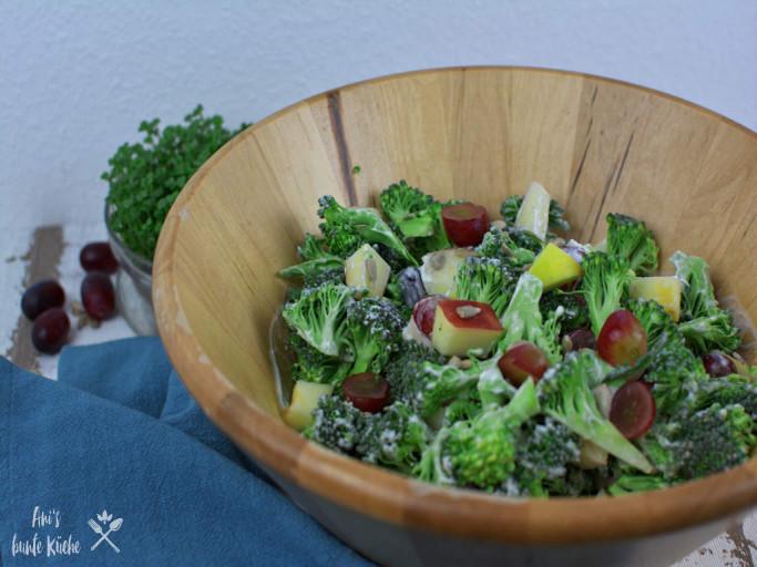fruchtiger Brokkoli-Salat mit Trauben