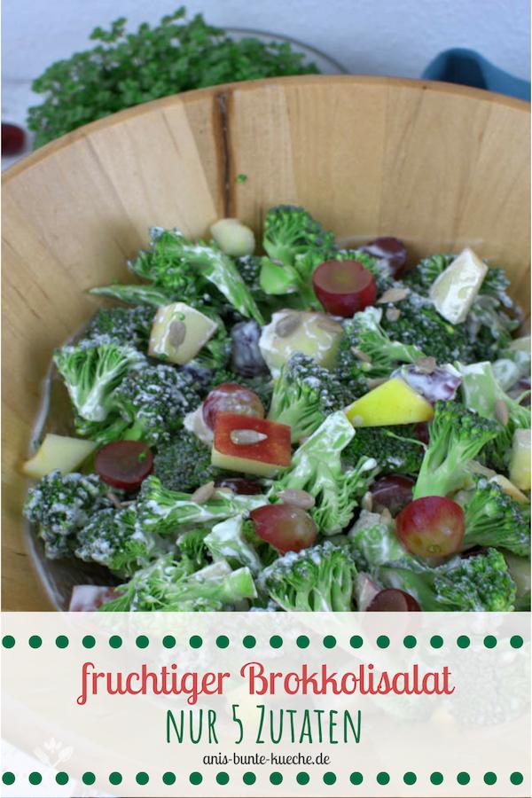 Ein fruchtiger Brokkoli Salat mit Weintrauben und Apfel.
