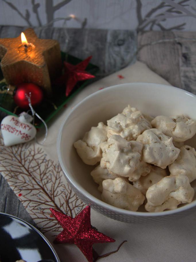 zart wie Wolken - die Walnussmakronen zu Weihnachten - ein leckeres Weihnachtsplätzchen
