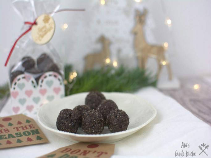 Weihnachtsgeschenk aus der Küche - Engergy bites aus Pflaume und Zimt