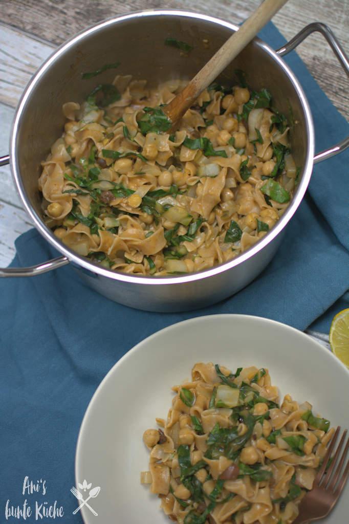 Mangold One Pot Pasta in 30 Minuten auf dem Tisch.