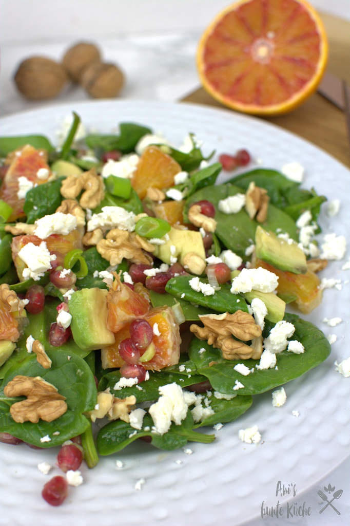 Spinat Blutorangen Salat mit Granatapfel und Fetakäse