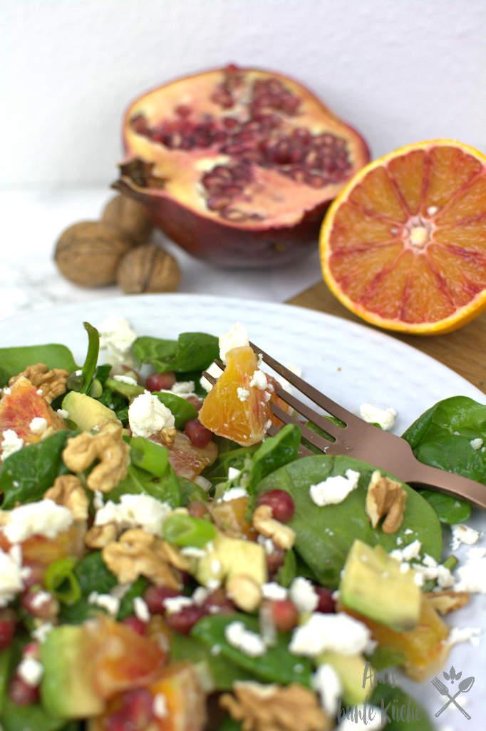 Wintersalat mit Baby Spinat, Granatapfel, Blutorange und Avocado.