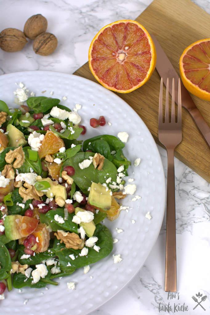 Zitrus Winter Salat mit Granatapfel, Baby Spinat und Blutorange.