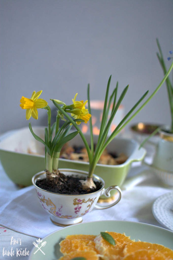 bunter Frühstückstisch zu Ostern DIY Osterdeko
