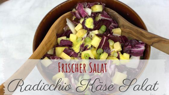 Radicchio Salat mit Käse, Ananas und Mango Dressing.