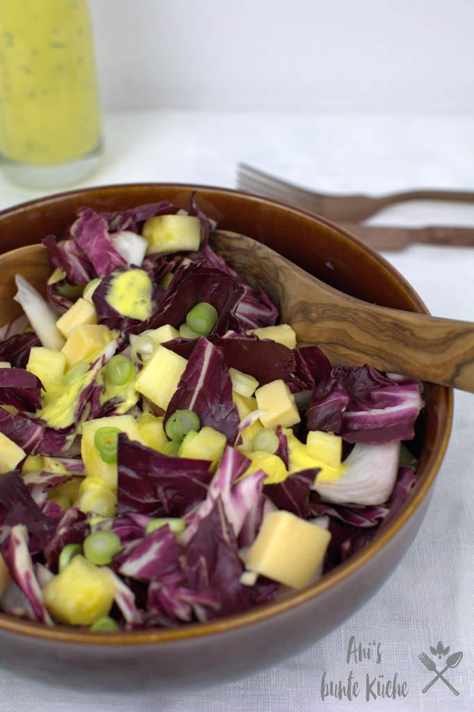 Radicchio Salat mit Gouda Mango Dressing und Ananas