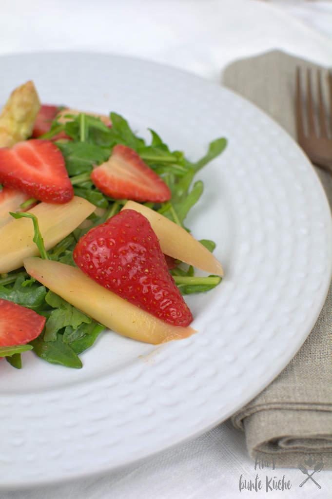 Rucola Spargel Erdbeer Salat