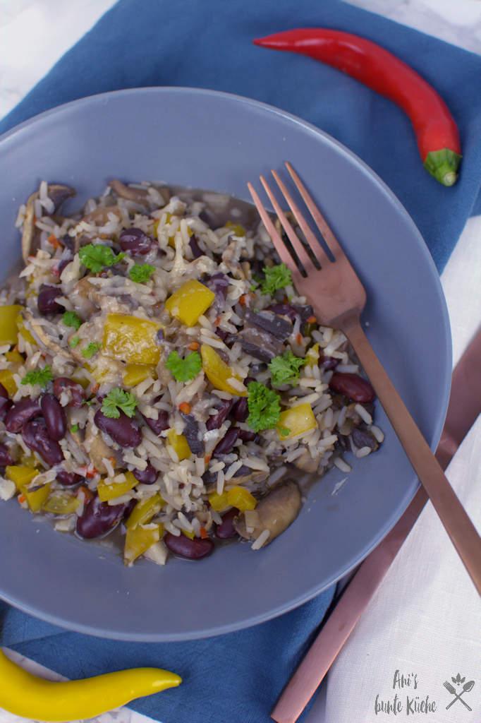 vegetarisches Chili mit Pilzen und Kidneybohnen - schnelles Rezept aus nur 5 Zutaten.