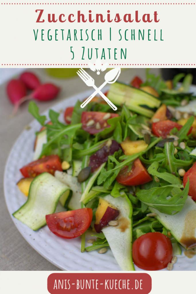 Nur 5 Zutaten für den Zucchinisalat mit Rucola, Nektarine, frischen Tomaten und Kernen.