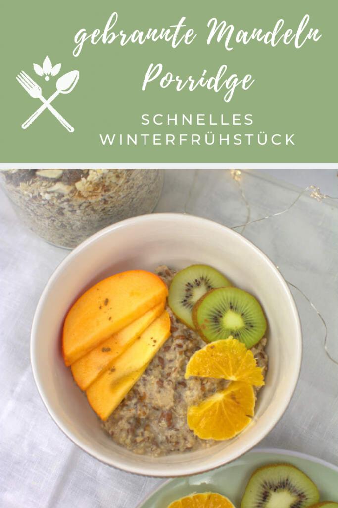 gesundes Frühstück mit Obst und gebrannte Mandel Porridge