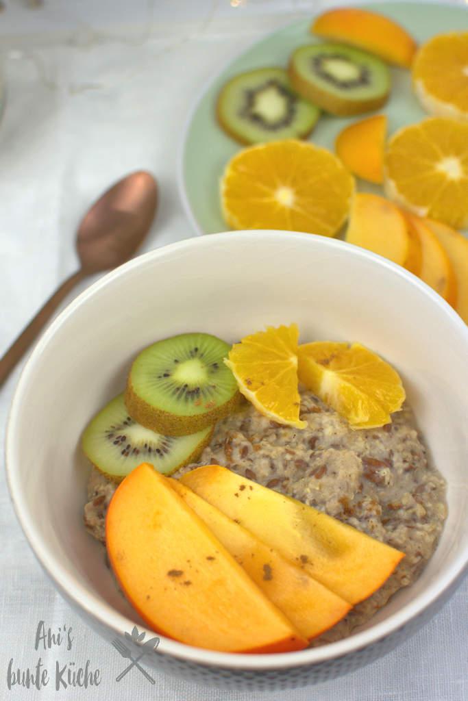 gebrannte Mandel Porridge mit Obst