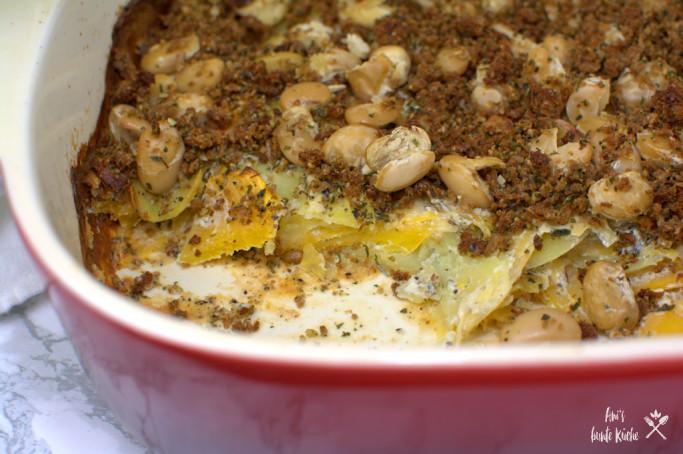 Steckrüben-Kartoffel-Auflauf mit weißen Bohnen.