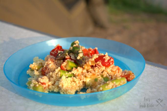 grüner Spargel Couscous beim Camping