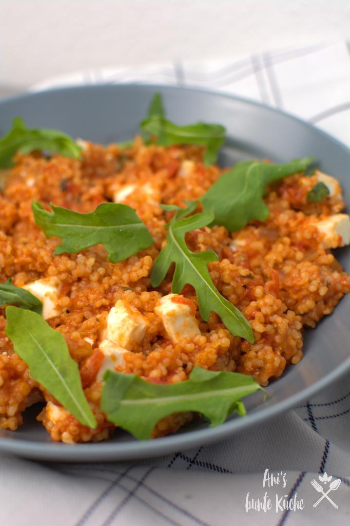 Tomaten-Graupen-Risotto mit Rucola