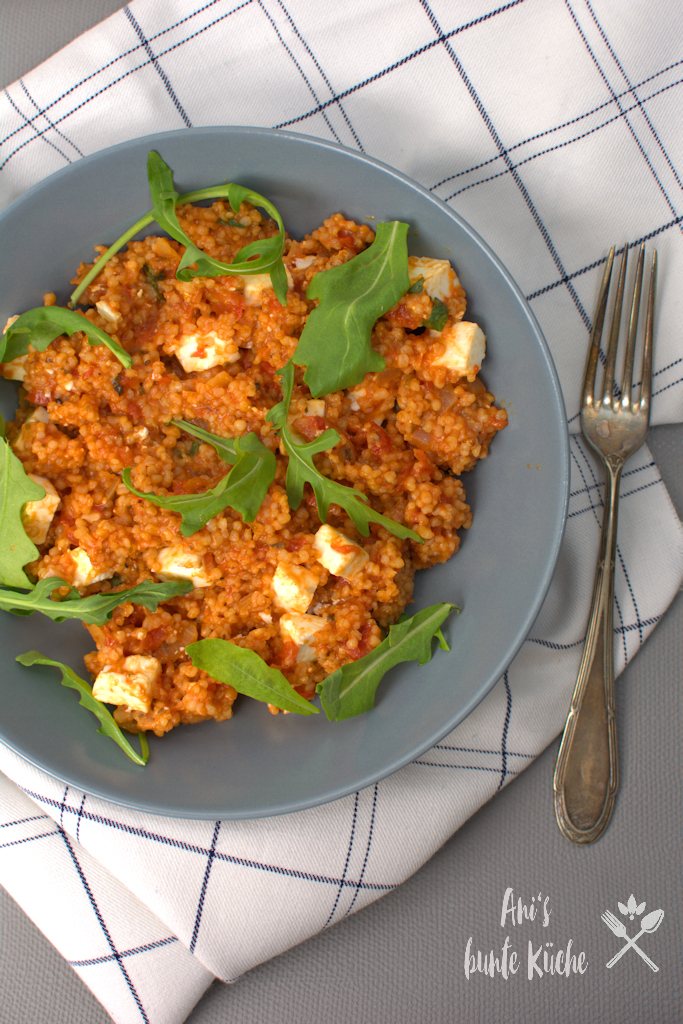 Tomaten-Perlgraupen-Risotto mit Feta und Rucola