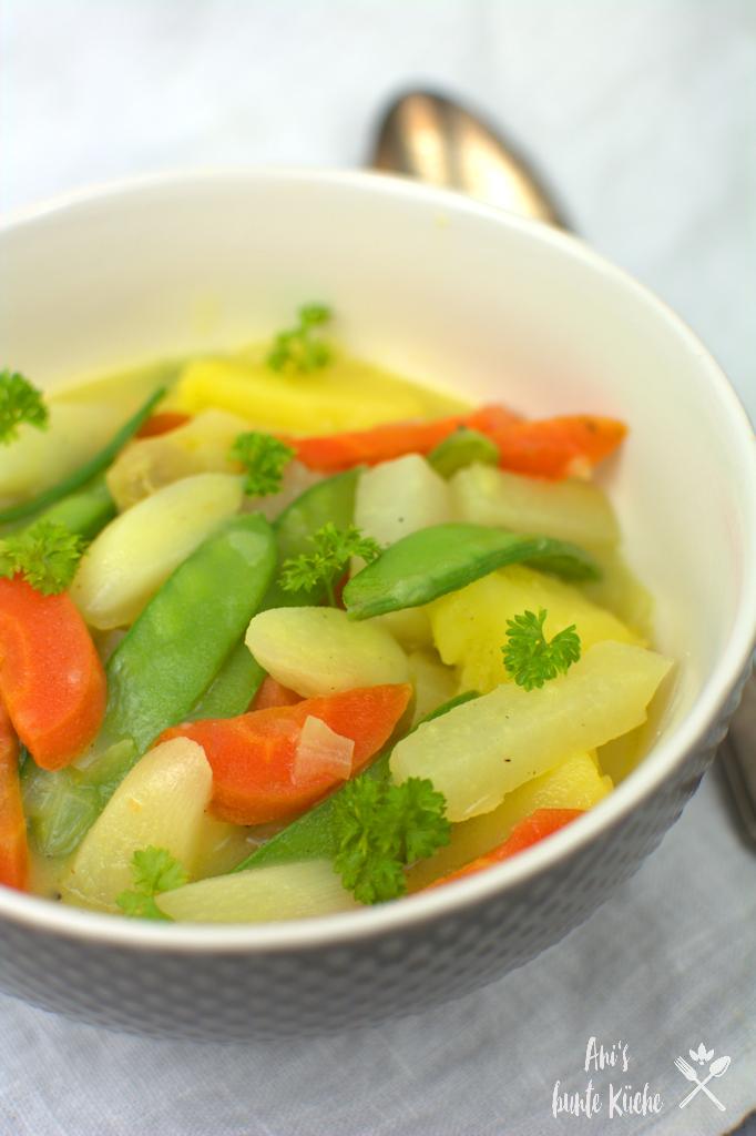 buntes Gemüse Ragout im Frühling