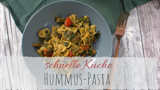 schnelles Feierabend Rezept Hummus Pasta mit Pilzen und Spinat