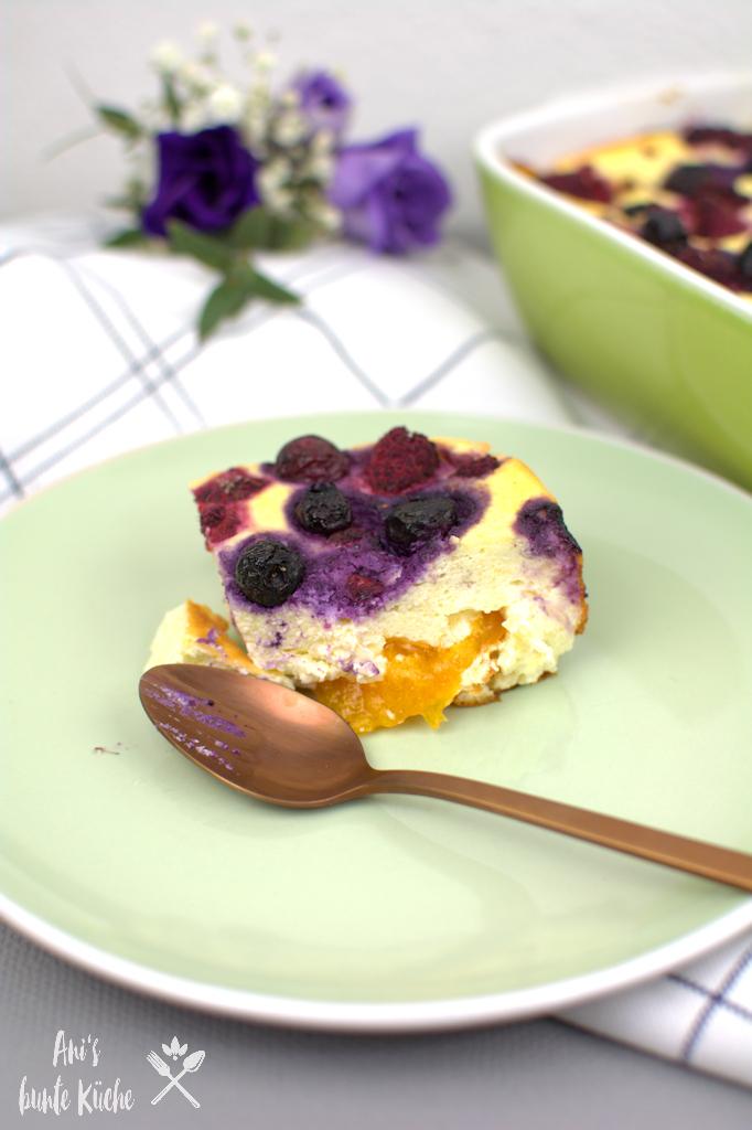 Sommer Quark-Grieß-Auflauf mit Beeren und Aprikosen