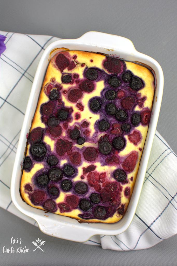 Gesundes Frühstück im Sommer - Quark-Grieß-Auflauf mit Beeren