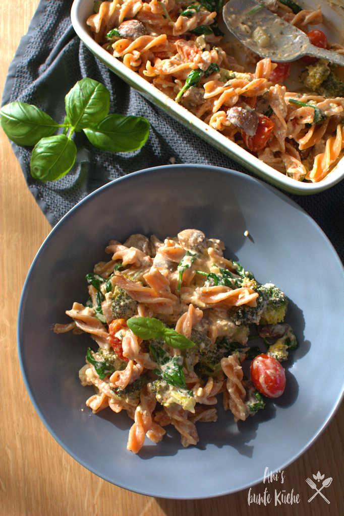Ofen-Feta Pasta mit Gemüse